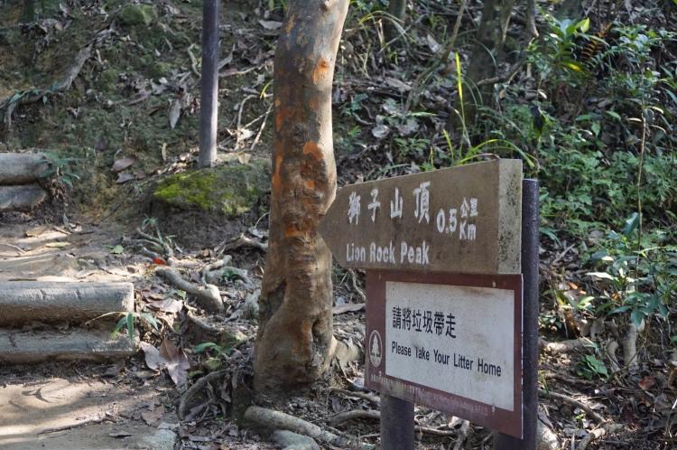 登山沿途均有指示牌