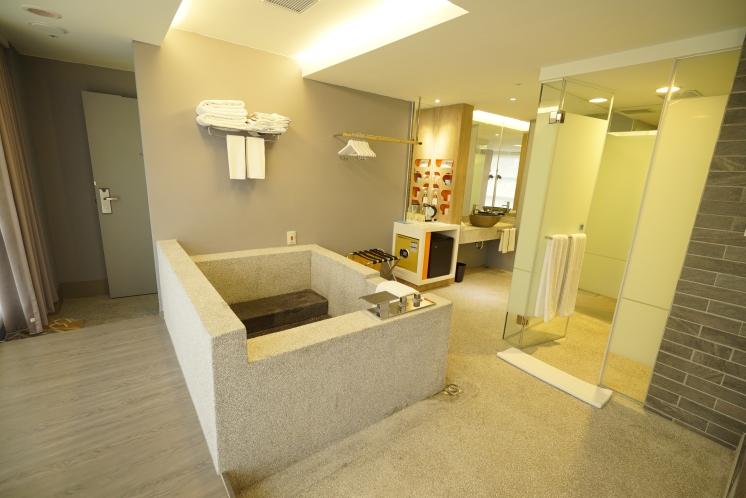每間房都有私人浴池
