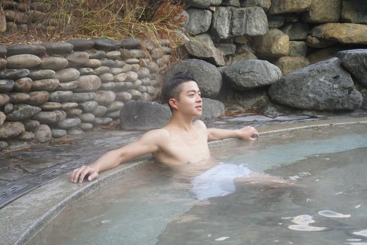 在水安堡浸露天風呂感覺也很大自然