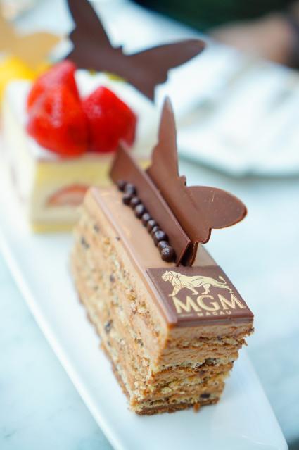 招牌榛子牛奶朱古力蛋糕的榛子味超香濃,來MGM必試。